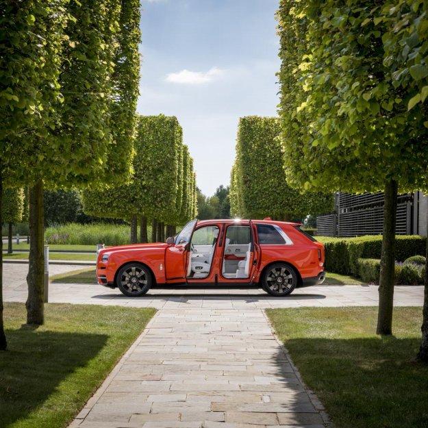 Oranžni Rolls-Royce Cullinan?