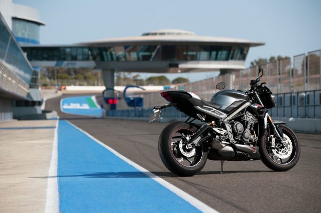Skoraj dirkalnik: Novi Triumph Street Triple RS
