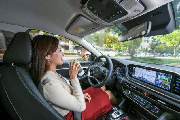 Hyundai razvija prvo tehnologijo pametnega tempomata