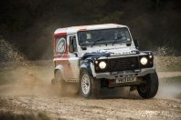 Bowler po novem neposredno pod Land Roverjem