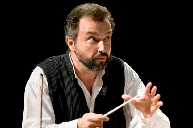 Dirigent in violinist Dmitrij Sitkovecki z Orkestrom Slovenske filharmonije