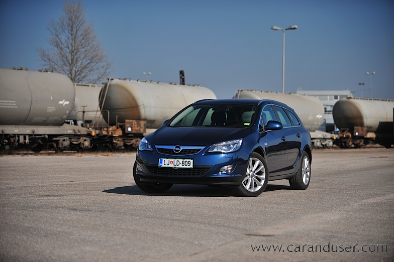 opel_astra_st001