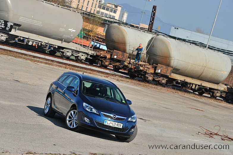 opel_astra_st005