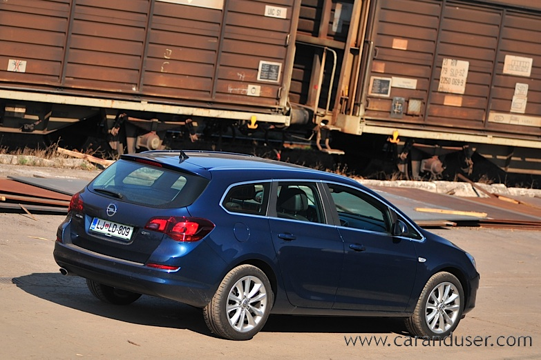 opel_astra_st009