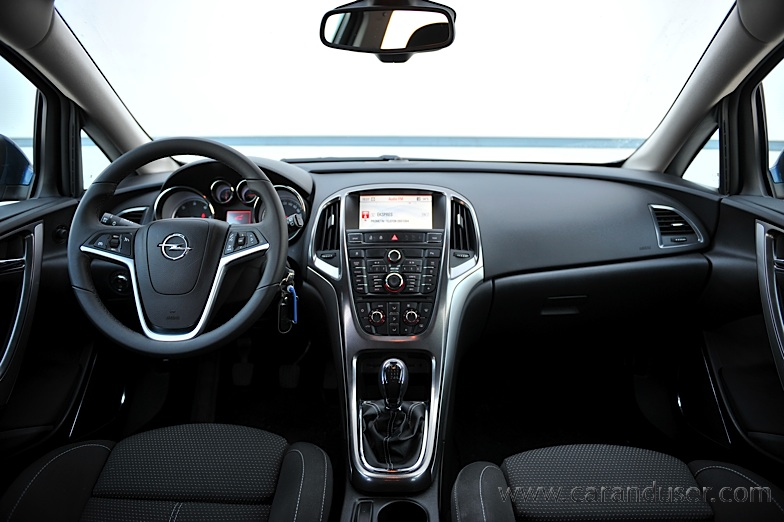 opel_astra_st020