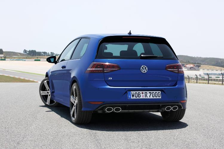 volkswagen-reveals-300-hp-golf-7-0-to-100-km-h-in-49-seconds-with-dsg 1