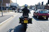 Znate motoristi varno prehitevati prometne zamaške?
