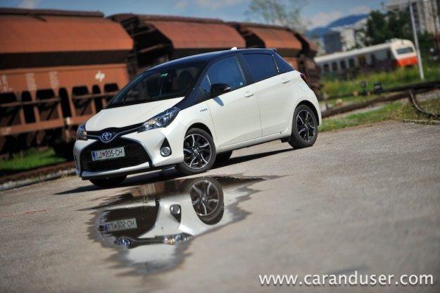 Toyota Yaris Hybrid BI-TONE 1.5 VVT-i