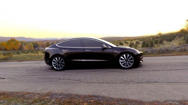 Tesla Model 3 prihaja z zamudo!