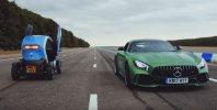 Ali lahko Twizzy prehiti AMG GT R?