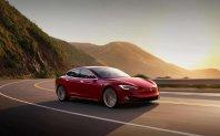 Tesla z rahlim dvigom cen in obstankom prodajalcev