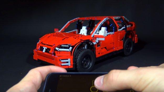 Tesla X v Lego izvedbi