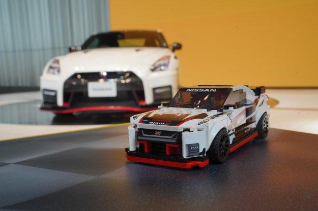 Hitra kocka ali Lego obuja Nissanov model