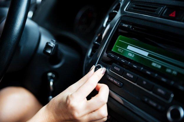 Enostavnejša komunikacija v vozilu s Harmanovo pomočjo