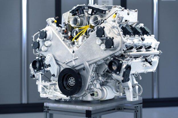 Aston Martin vstopa v dobo V6