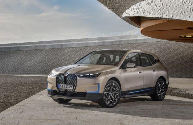 BMW razkriva futuristično razkošje po imenu iX