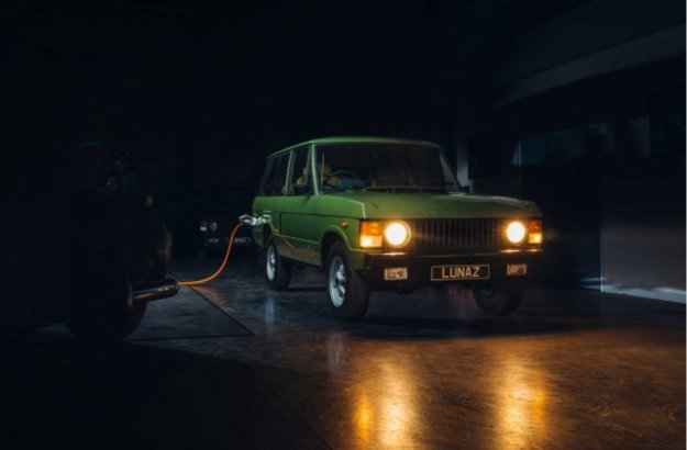 Proizvodnja v teku: Klasi?ni Range Rover s pogonom prihodnosti