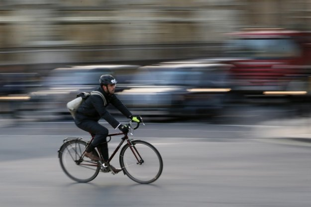 Policisti poostreno za varnost kolesarjev