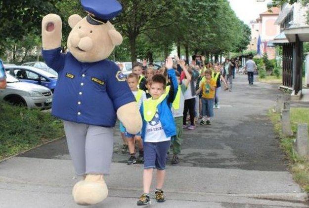 Otroci se vračajo na ceste, z njimi policisti