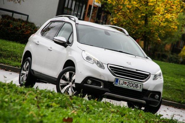 Peugeot 2008 Allure 1.2 PureTech 130 in Peugeot 2008 Allure 1.2 PureTech 110 EAT6