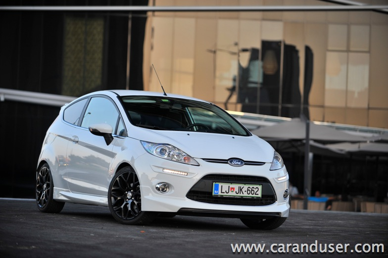 ford fiesta deluxe03